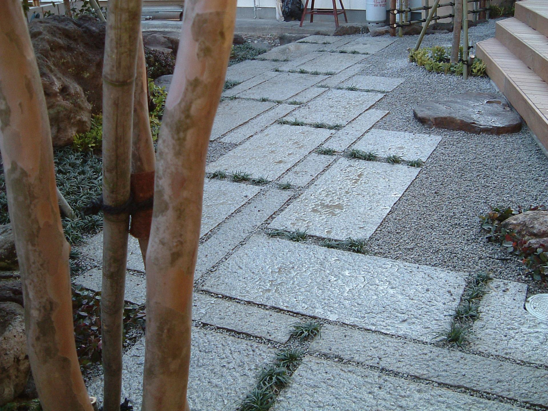 石張りの園路