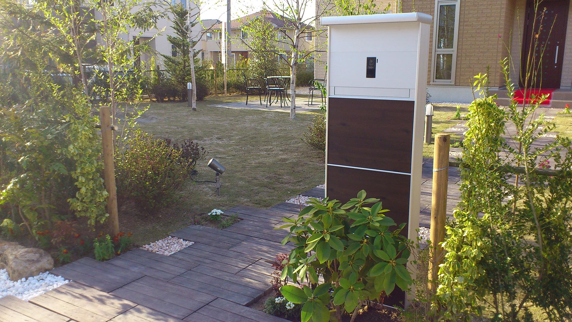 洋風庭園アプローチ